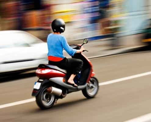 moto ciudad 495x400 - Curso para Permiso AM